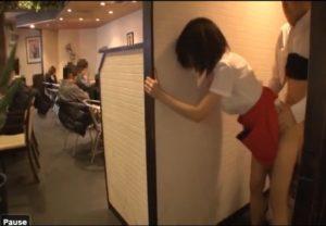 18歳の美少女・成宮ルリがバイト中に突然、中年オヤジにバックからレイプされ生中出し
