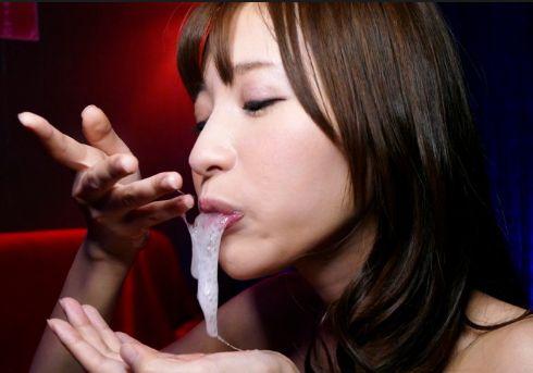 天使もえ(スレンダー美女)がご奉仕フェラで口内発射された精子を飲む干す